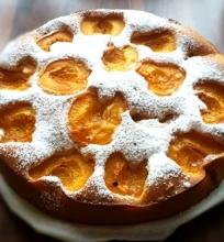 Pats skaniausias biskvitinis pyragas su abrikosais