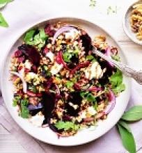 Burokėlių ir perlinių kruopų salotos