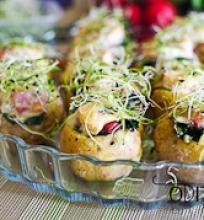 šonine ir špinatais įdarytos bulvės