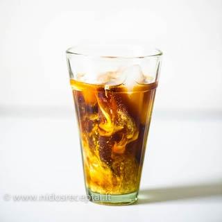 Šaltu vandeniu virta kava