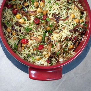 Basmati ryžiai su avinžirniais, džiovintomis vyšniomis ir keptais svogūnais