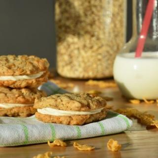 Avižiniai sausainiai su kukurūzų dribsniais