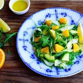 Salotos su cukinija ir avokadu