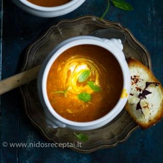 Cukinijų ir pomodorų sriuba