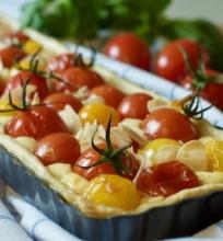 pomidorų tarta su ožkų pieno sūriu