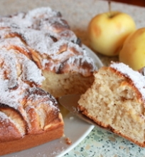 Kefyro pyragas su obuoliais