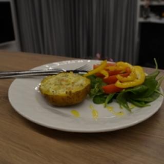 Varške ir lašiša įdarytos bulvės