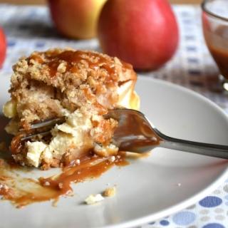 Sūrio pyragas su obuoliais ir karamele