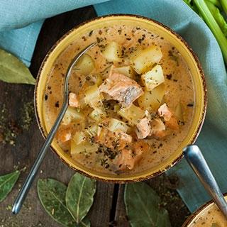 Tiršta lašišos ir bulvių sriuba