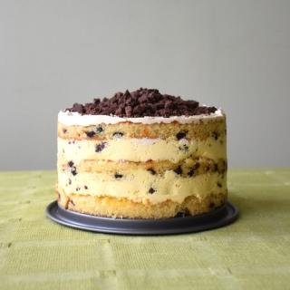 Šokolado gabaliukų tortas su pasifloromis ir kava