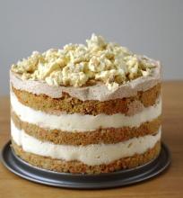Morkų tortas su sausainių ir sūrio pyrago kremais