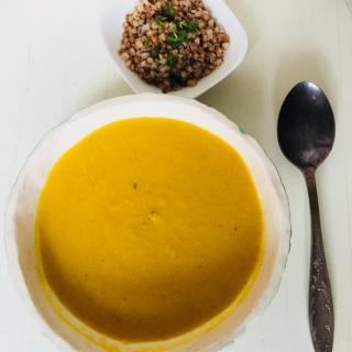Greita moliūgo ir žiedinio kopūsto sriuba