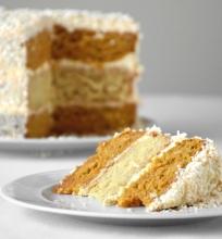 Morkų ir pastarnokų tortas su medaus ir sūrio kremu