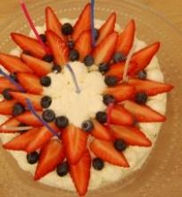 Maskarponės tortas su uogomis