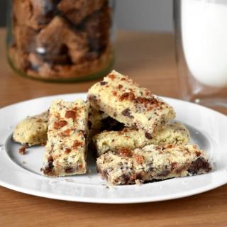 Sausainiai su alyvuogių aliejum, rozmarinu ir juoduoju šokoladu