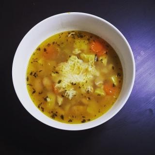Toskanietiška sriuba su vištiena ir pupelėmis