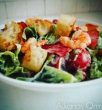 Salotos su krevetėm, pancetta ir pomidorais