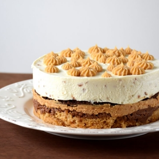Kitoks Snickers tortas