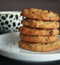 Sausainiai su Žemės Riešutų Sviestu, Avižiniais Dribsniais ir Šokolado Gabaliukais