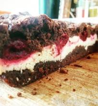 Šokoladinis vyšnių pyragas su varškė