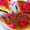 Nekeptas pyragas su datulių karamele