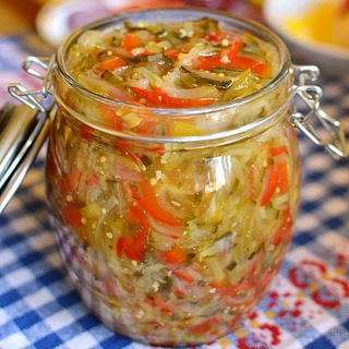 Agurkų salotos su garstyčiomia