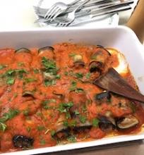 Baklažanų suktinukai su pomidorų padažu