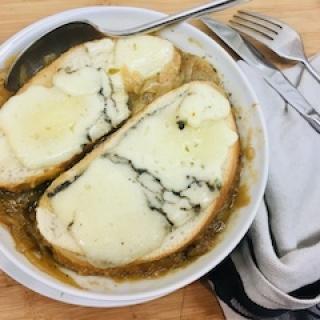 Svogūnų sriuba – prancūziška klasika