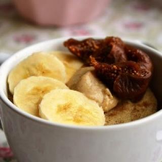 Avižų ir bananų pyragas puodelyje