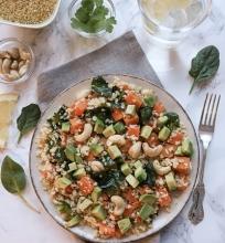 Saldžiųjų bulvių, bulgur kruopų ir anakardžių salotos