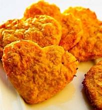 Sūrio ir morkų širdelės sausainiai