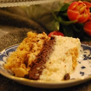 Karamelinis tortas su riešutais
