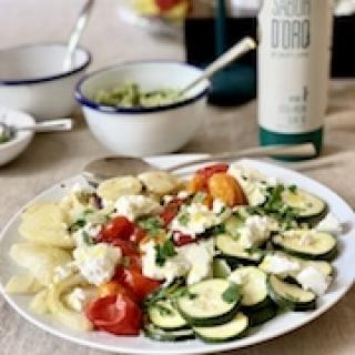 Daržovių salotos su ožkos sūriu