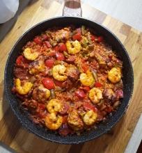 Paelja su krevetėm, vištiena ir chorizo