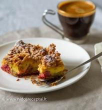 Rabarbarų pyragas su kremu