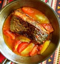 Žuvis su pomidorais