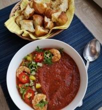 Šalta pomidorų sriuba su krevetėm