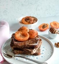 French Toast'ai su karamelizuotais abrikosais