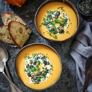 Trijų ingredientų sviestinių moliūgų sriuba