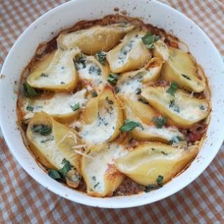 Sūriu kimšti makaronai su bolonezės padažu