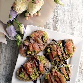 Tobuli avokado ir lašišos sumuštinukai