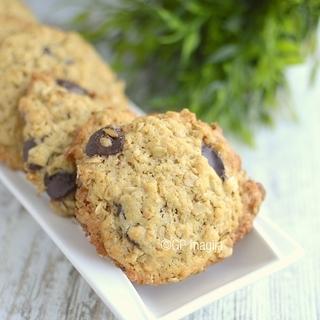 Tobuli avižiniai sausainiai su žemės riešutais ir šokoladu
