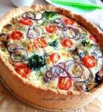 Kišas (quiche) – prancūziškas pyragas su brokoliais ir lašiša