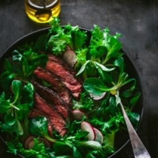 Steiko su kavos plutele salotos