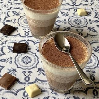 Trijų šokoladų desertas