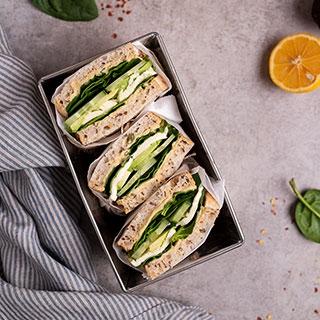 Žalieji sumuštiniai su humusu