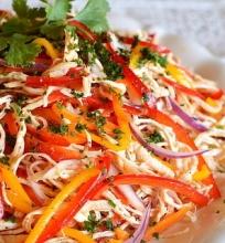 Vištienos ir paprikų salotos