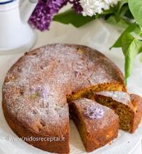Rabarbarų pyragas su kukurūzų miltais