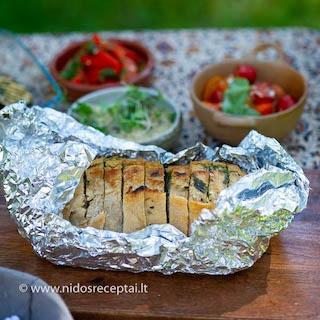 Česnakinė duona grilyje