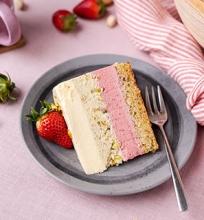 Baltojo šokolado, pistacijų ir braškių tortas
